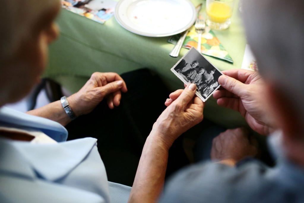 staying-healthy-older-article-10-photo-memory-grandma